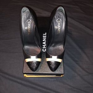 Chanel two tone Pumps Gold heel